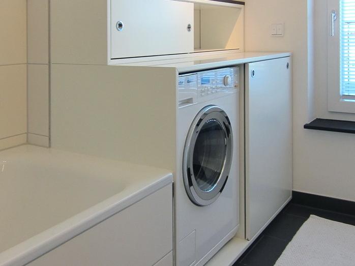 Schrank für die Waschmaschine im Bad
