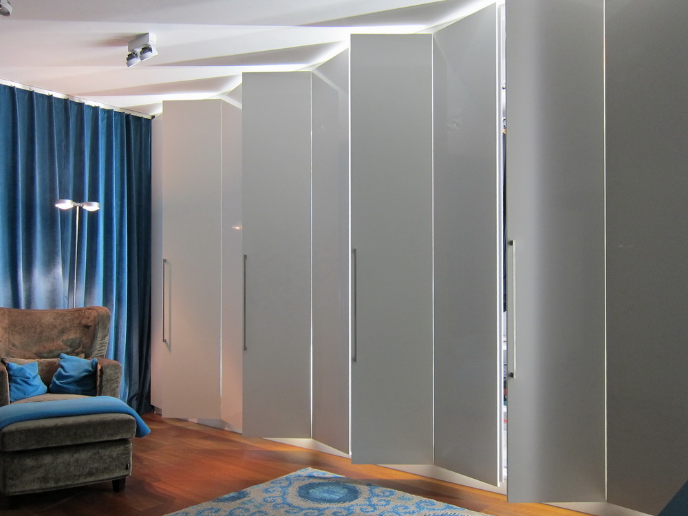 Ankleidezimmer - Einbauschränke geöffnet