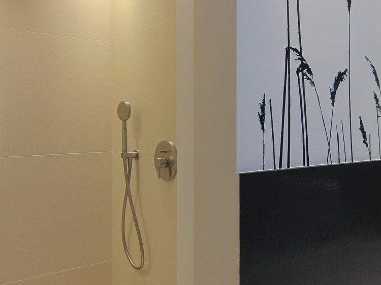 Wannenbad mit Gräsern - Dusche