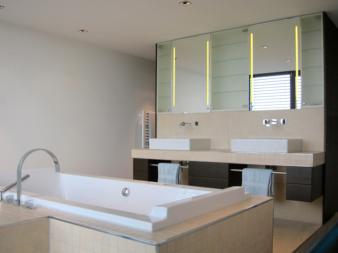 Luxusbad im Penthouse - Wanne und Waschtische