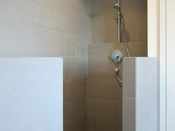 Ehemaliges Jugendheim - Dusche im Bad