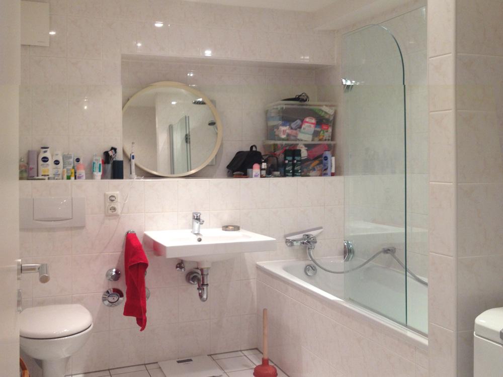 Duschbad mit Waschmaschine - Vorher