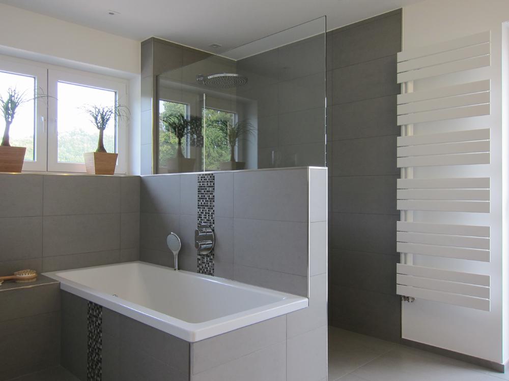 Familienbad - Wanne und Dusche