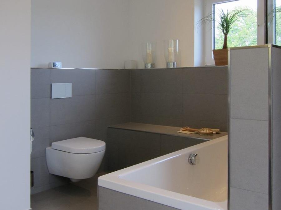 Familienbad - Wanne und WC