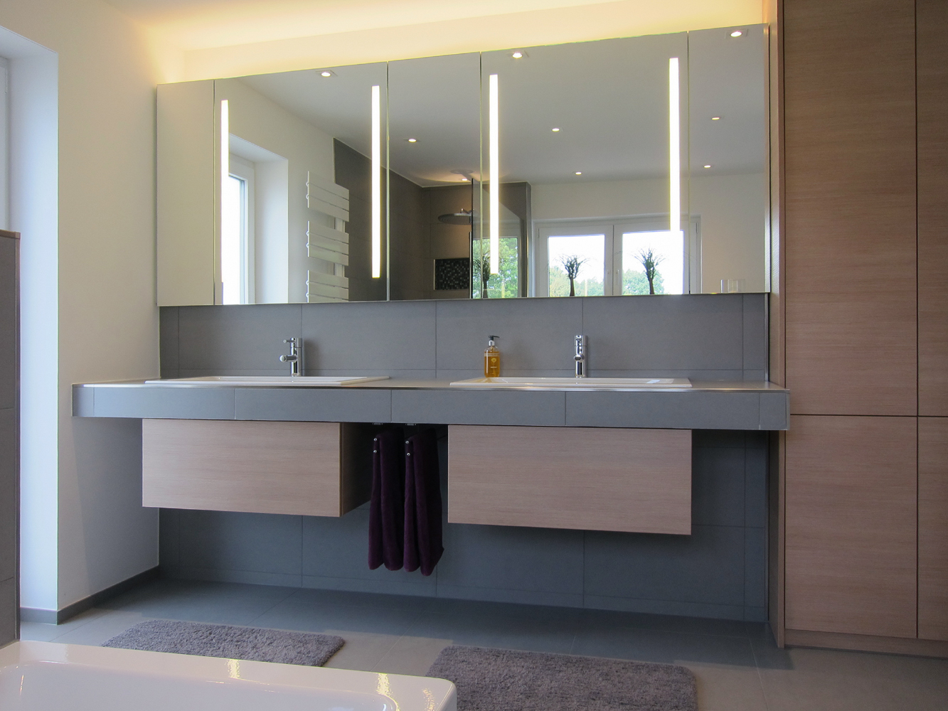 Familienbad - Waschplatz und Einbauschrank