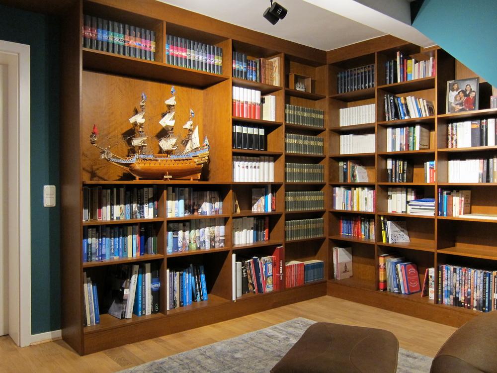 Bibliothek unterm Dach