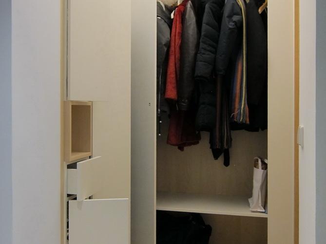 Garderobe und Schuhschrank im Flur - geöffnet