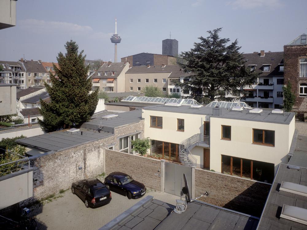Wohnhaus mit Büro / Atelier mit Gästewohnung - Gesamtanlage