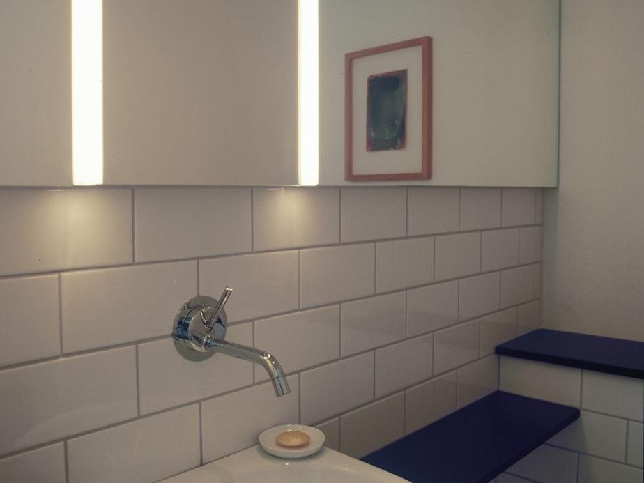 Wohnhaus mit Büro / Atelier mit Gästewohnung - WC im Büro