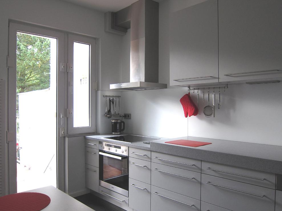 Funktionale Küche mit zwei Höhen