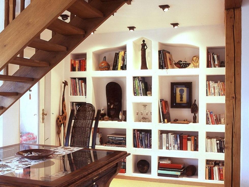 Gemauertes Bücherregal