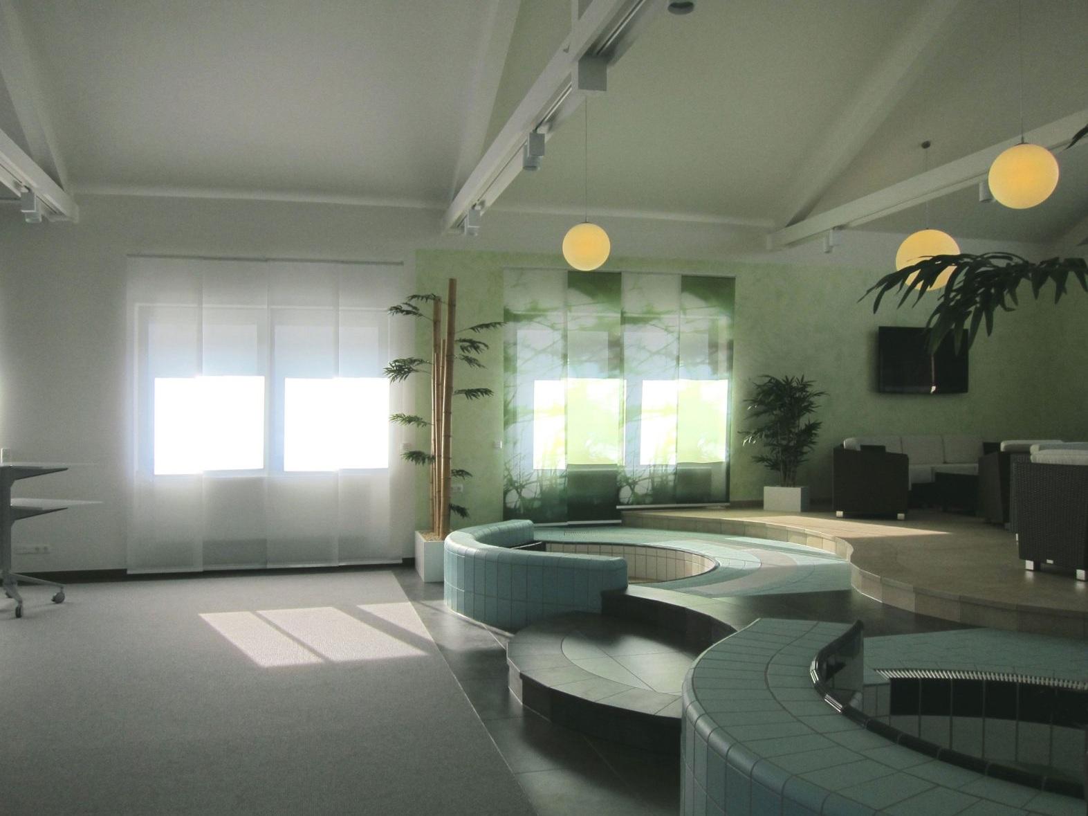 Fliesenpräsentation mit Seminar- und Loungebereich