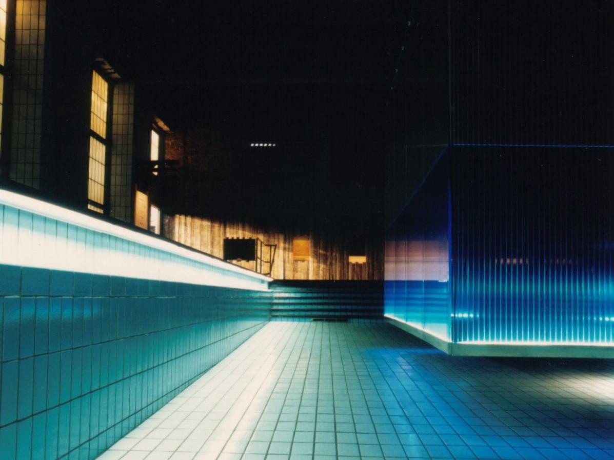 Lichtschwimmerbecken im Agrippabad - Blick auf Bauzaun