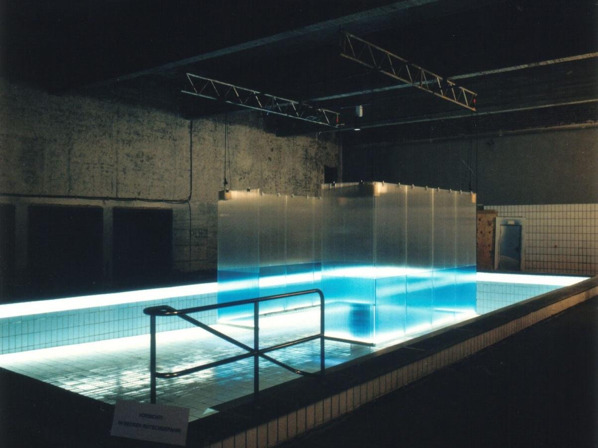 Lichtschwimmerbecken im Agrippabad - Die Installation