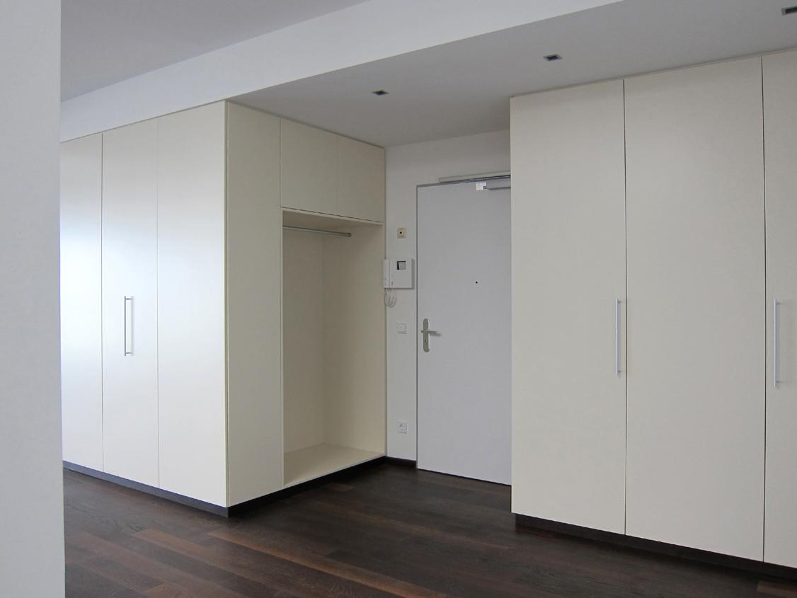 Eingangsbereich im Penthouse - Schränke geschlossen