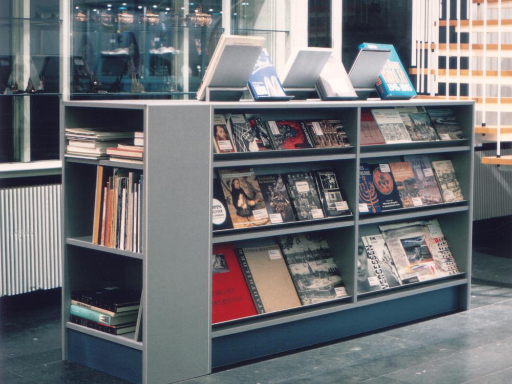 Foyer Kölnisches Stadtmuseum - Bücherregal