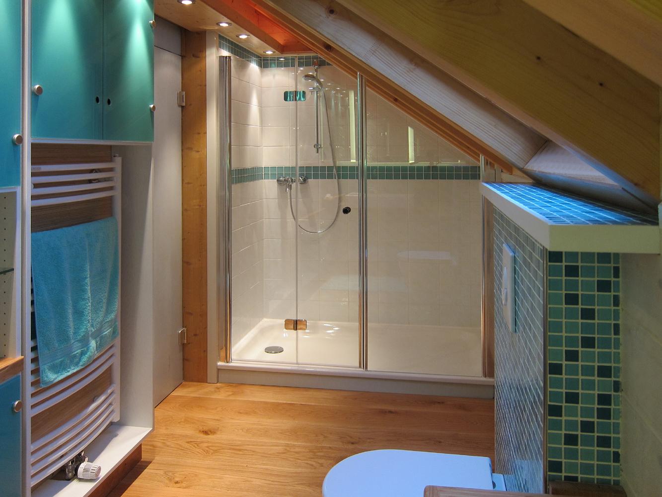 Bad in der Dachschräge - Dusche