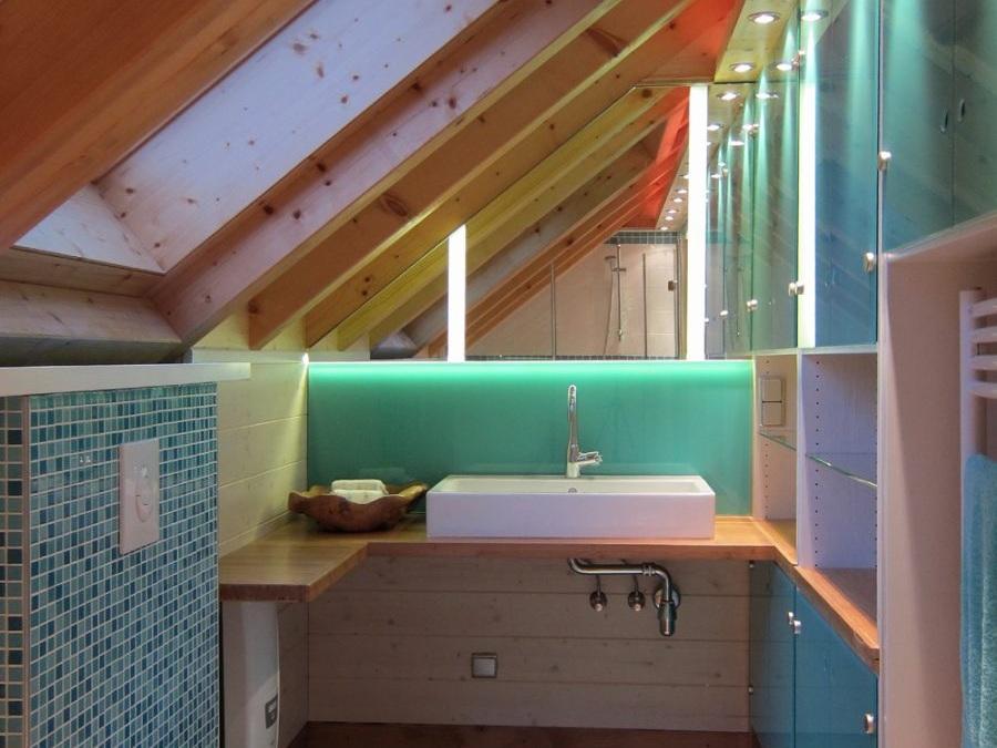 Bad in der Dachschräge - Waschplatz