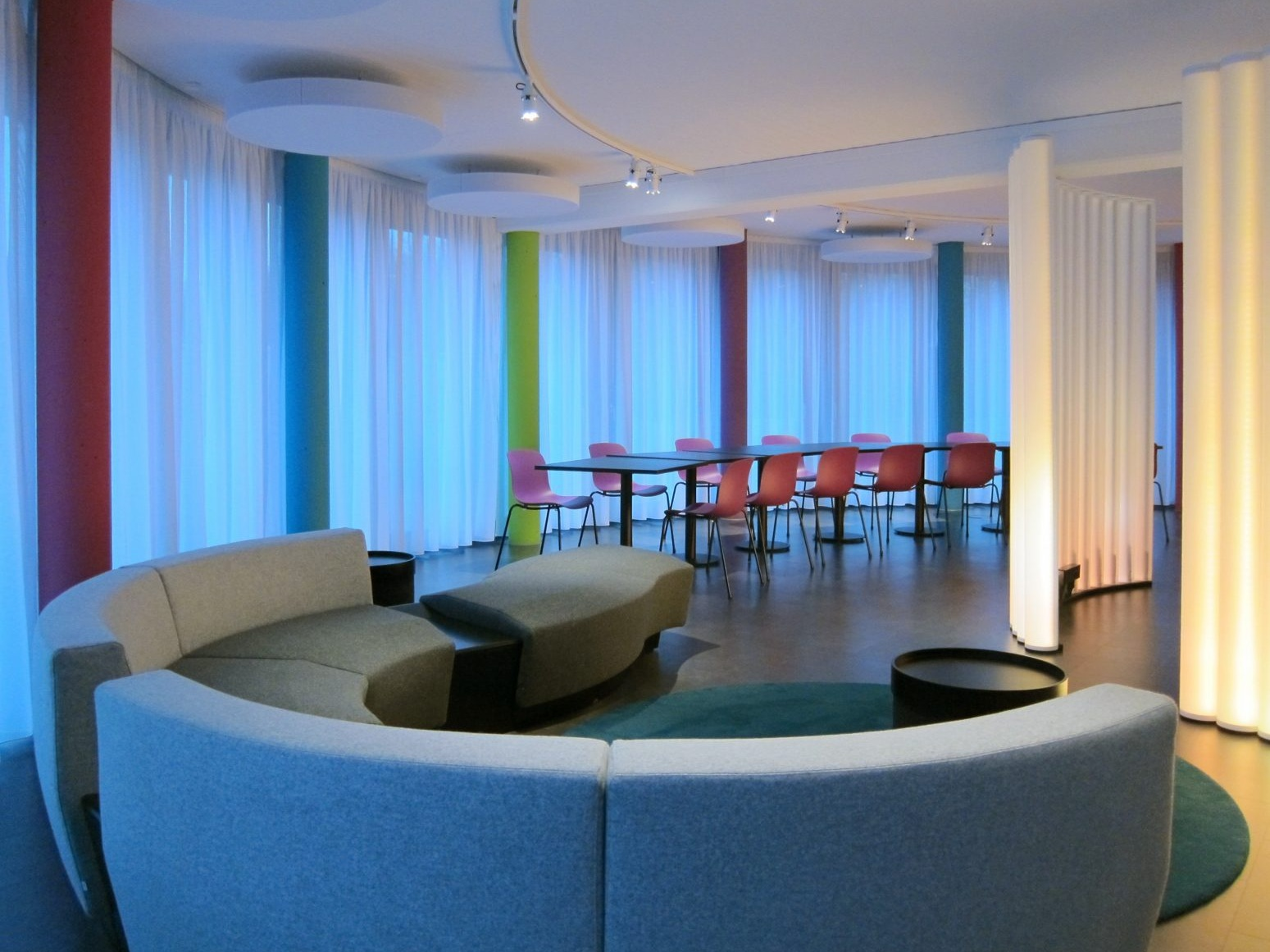 Pausen- und Präsentationsraum - Lounge und Tische