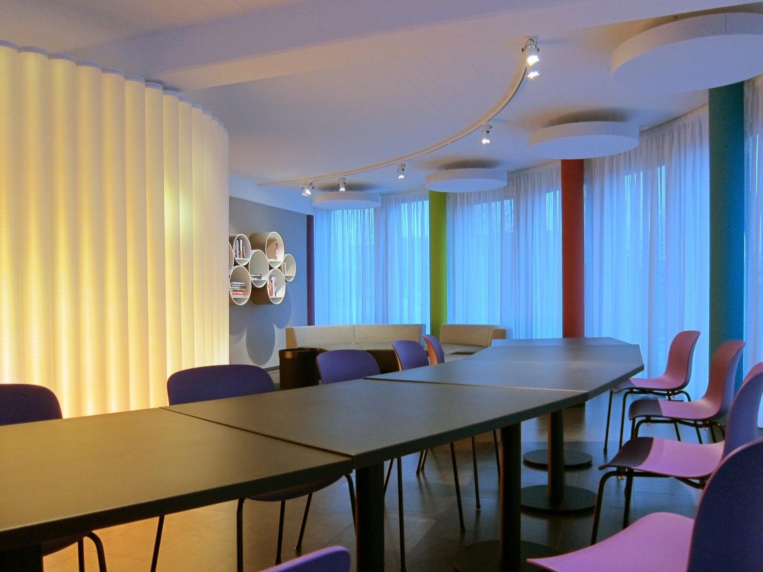 Pausen- und Präsentationsraum - Tische