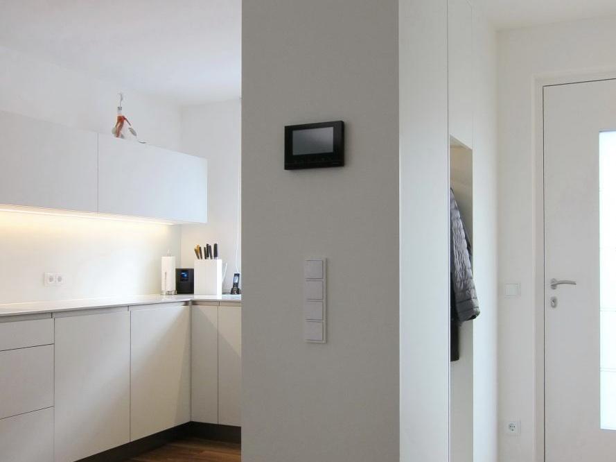 Eine Küche öffnet sich - Schiebetür geöffnet