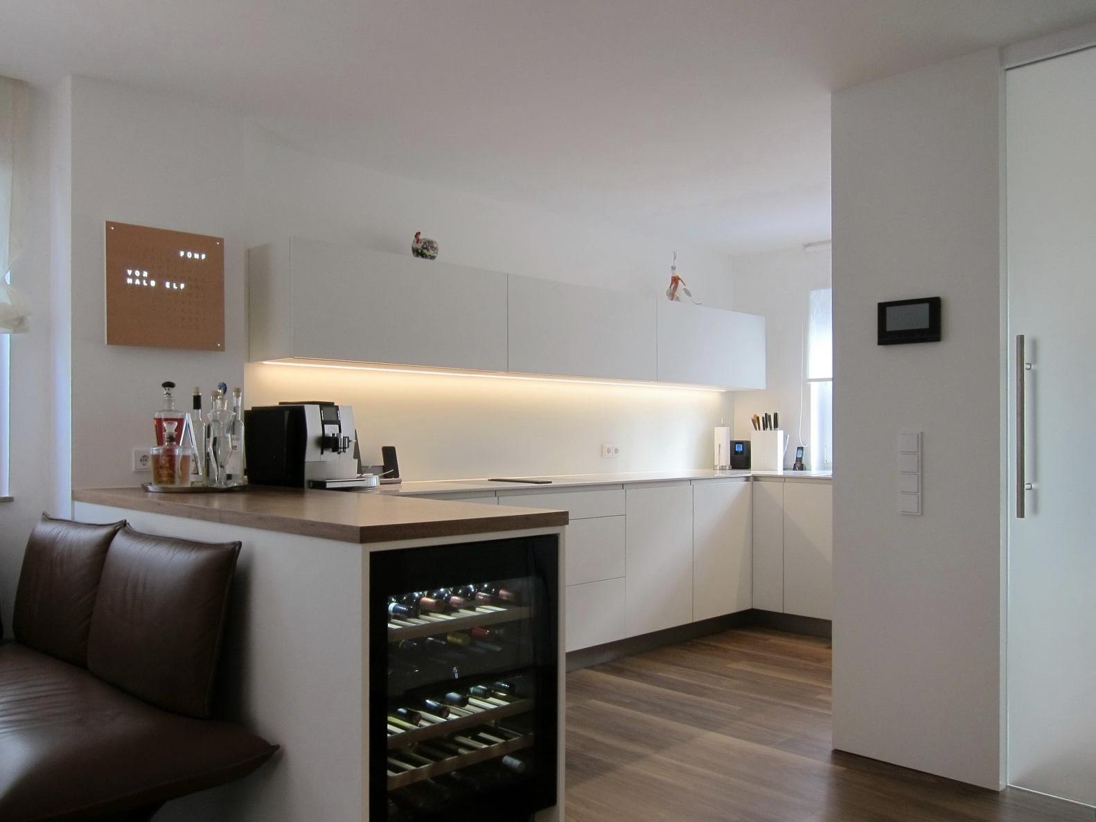 Eine Küche öffnet sich - Schiebetür geschlossen